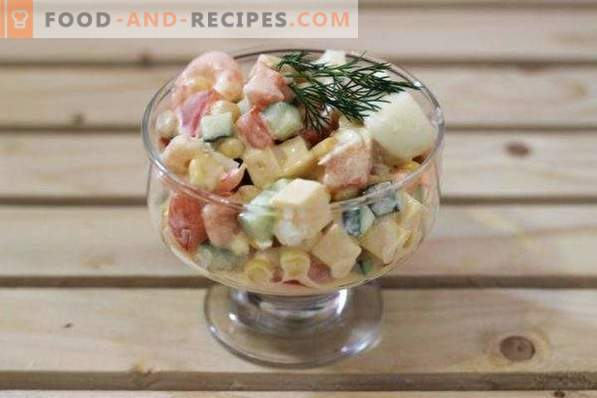 Salad with shrimps, tomatoes and cheese