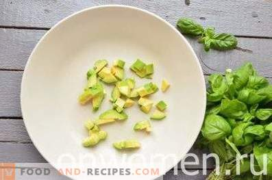 Salad with avocado and cucumber
