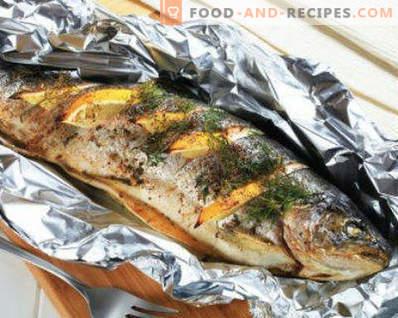 Kā pagatavot gardas makreles krāsnī. Cepta makrele pergamentā